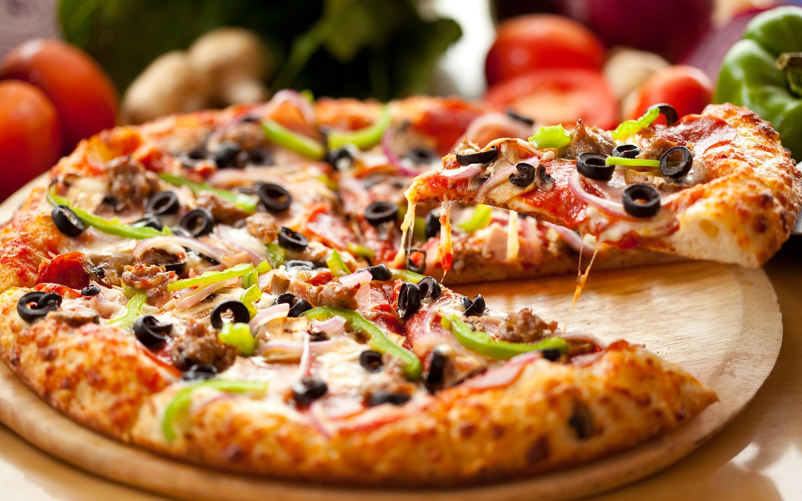 Yummy Pizza Wallpaper
