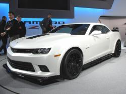 White Chevrolet Camaro Z28 2014 HD Wallpaper