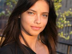 Classify Adriana Lima + Parents. Click here to view the original image of 601x450px.
