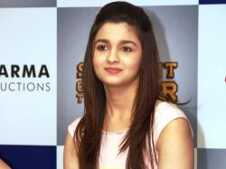 Alia Bhatt Looking Sweet
