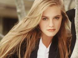 Alicia Silverstone Photos1