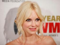 Cute Anna Faris Wallpapers