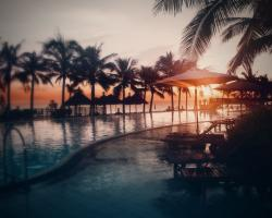 Beach resort sunset Wallpaper in 1280x1024 5:4