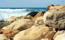 Rocks at the beach wallpaper 2560x1600