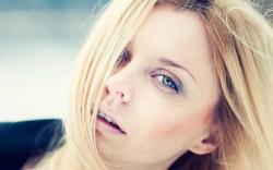 Blonde Model Macro