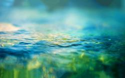 Blurred water waves