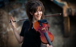 Preview violin, brunette girl