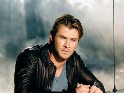 Mia444 Chris Hemsworth