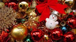 Download Christmas Ornaments Wallpaper :