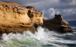 Coast ocean breakers