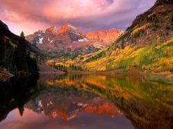 Maroon Bells at Sunrise, Aspen, C..