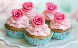 Cream roses cupcakes
