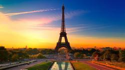 Download Eiffel Tower at Evening Sun — 2560x1600