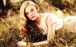 Please check our widescreen hd wallpaper below and bring beauty to your desktop. Elle Fanning Wallpaper