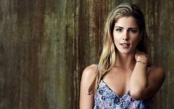 Emily Bett Rickards Actress Girl