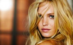 Erin Heatherton Blonde Model Girl Freckles Portrait