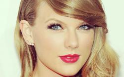 Taylor Swift in NYC Wallpaper