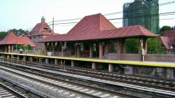Forest Hills LIRR Station.jpg