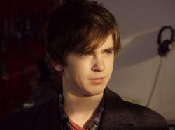 Freddie Highmore free HD wallpaper