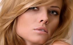 Girl Portrait Close-up desktop wallpaper