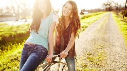 3840x2160 Wallpaper mood, girl, girlfriend, friend, nature, grass, green,