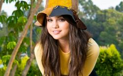 hd cool wallpaper of selena gomes in yellow shirt