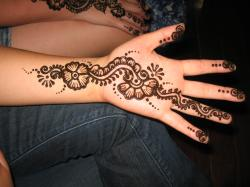 henna-flowers-tattoos-on-hand
