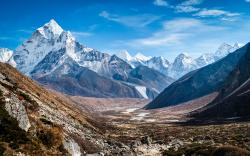 original wallpaper download: Mount Ama Dablam in the Himalayas - 3840x2400