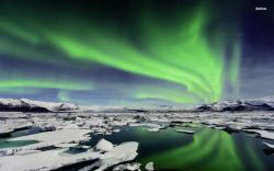 ... Northern Lights over Iceland wallpaper 1680x1050 ...