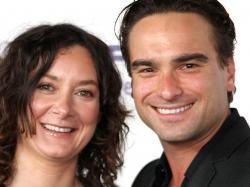 Sara Gilbert discovered she was gay while dating Johnny Galecki - TODAY.com