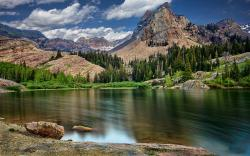 Lake in mountains hd