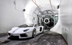 Lamborghini Aventador LP700-4 White Wind Tunnel