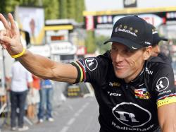 Lance Armstrong congratulates himself Enlarge (Credit: ...