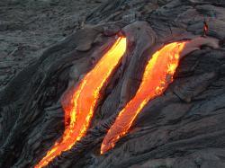 ... -dot-com-f8e_1412802712-lava-flowing-down-volcano_1412803056.jpg?d5e8cc8eccfb6039332f41f6249e92b06c91b4db65f5e99818bdd5934d46d8d0d50a&ec_rate=230 ...