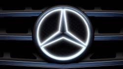 The Illuminated Star -- Mercedes-Benz Accessories