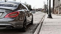 Mercedes MLG Near Sidewalk Wallpaper