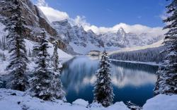 Moraine Lake in the middle of winter [2880 x 1800] ...