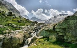 Wonderful Mountain Stream wallpaper