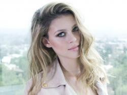 Nicola Peltz HD Wallpapers