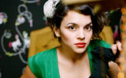 http://www.bhmpics.com/view-norah_jones-wide.