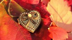 3840x2160 Wallpaper heart, pendant, leaves