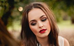 Portrait Girl Red Lips Wallpaper