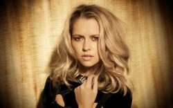 stunning look of Teresa Palmer