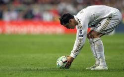 Ronaldo preparing for free kick