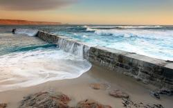 Sea wave dike