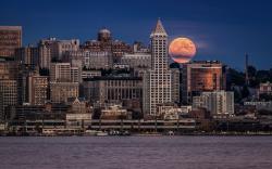 Seattle evening moon