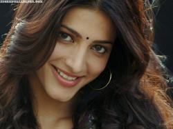 Shruti hassan hot smile wallpapers