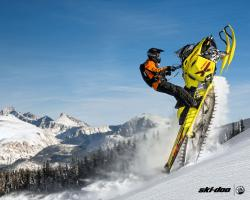 2015 Ski-Doo Summit X with T3 package (174) | Action