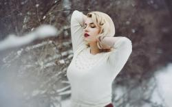 Snow Winter Model Blonde