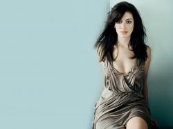 Stunning Anne Hathaway